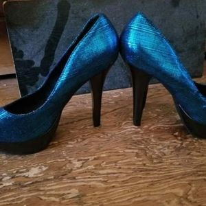 Blue shiny heels